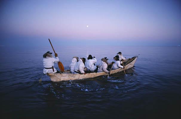 白夜の北極海にクジラを追う<br /> <br /> 全写真 撮影:星野道夫