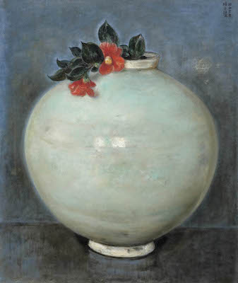 椿貞雄《壺(白磁大壺に椿)》<br /> 1947年 米沢市上杉博物館