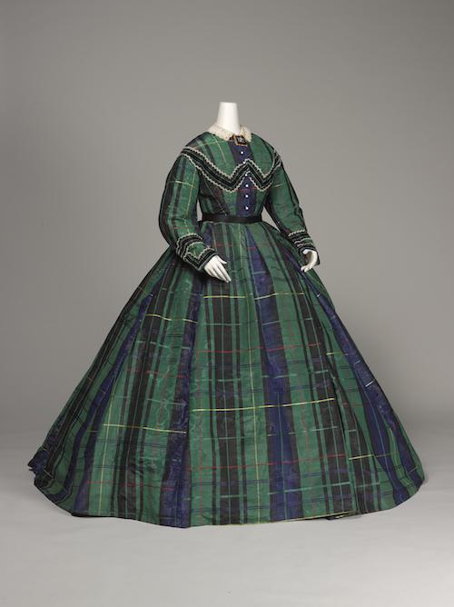 《アフタヌーンドレス》1865年頃<br /> 神戸ファッション美術館蔵